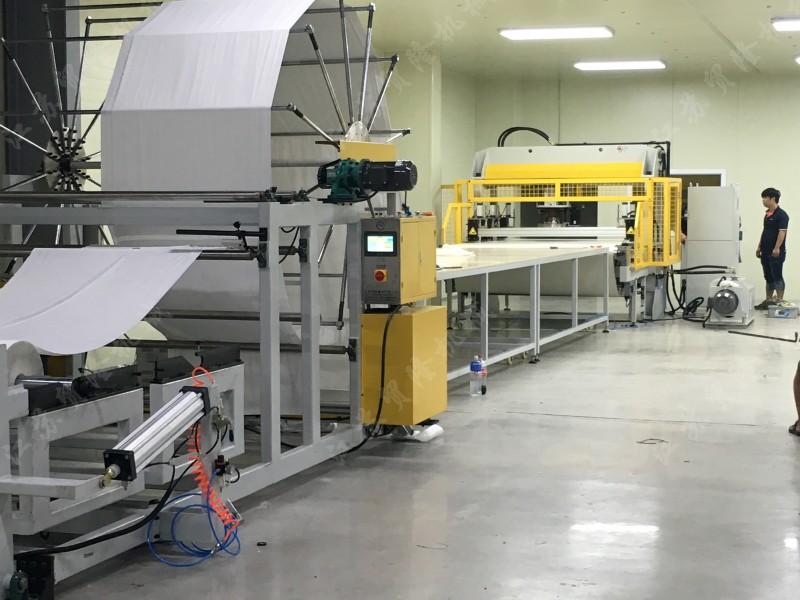 全自动皮带式面膜机生产现场