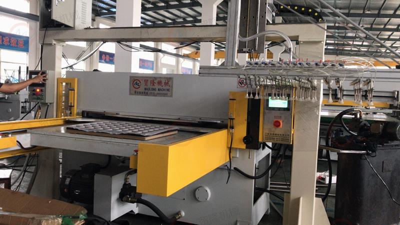 贸隆机械 专注吸塑裁断机 自动进料模切机