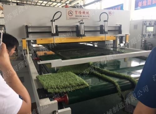 贸隆机械 全自动仿真草坪地毯裁断机