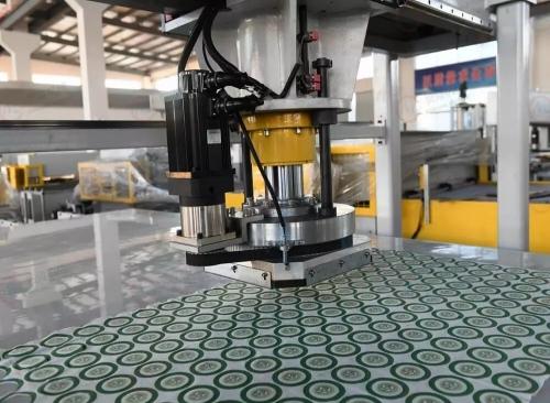 贸隆机械 全自动CCD成像定位裁断机