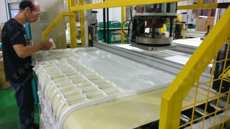 面膜膜布,面膜纸,卸妆棉,化妆棉,下料机,裁切机,模切机,裁断机