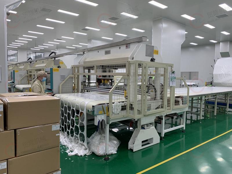 全自动面膜裁切机,面膜裁切生产线,面膜裁切客户生产现场,智能裁断机,下料机,模切机
