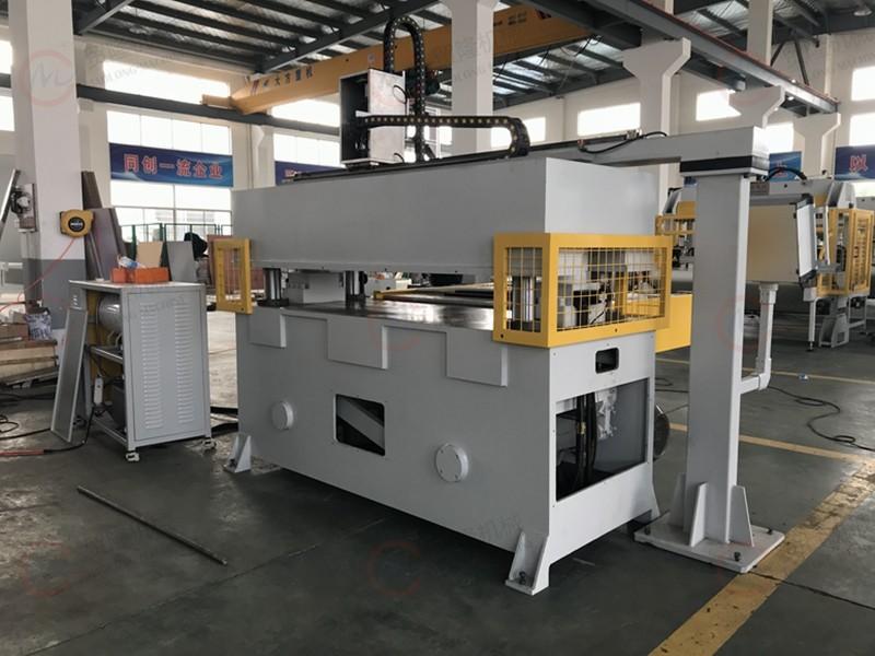 吸塑包装,机械手取料,全自动裁断机,裁断机价格,下料机,模切机,食品吸塑包装自动裁切机